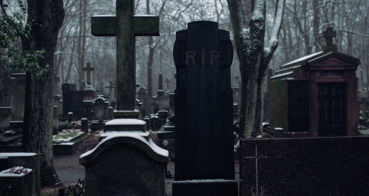 Żałoba – czym jest i jak ją przeżywamy